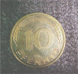 This is a German 10 pfennig coin dated 1993 D