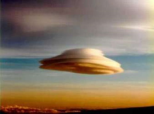 This looks like a classic UFO design but it is a natural phenomenon called a lenticular cloud.