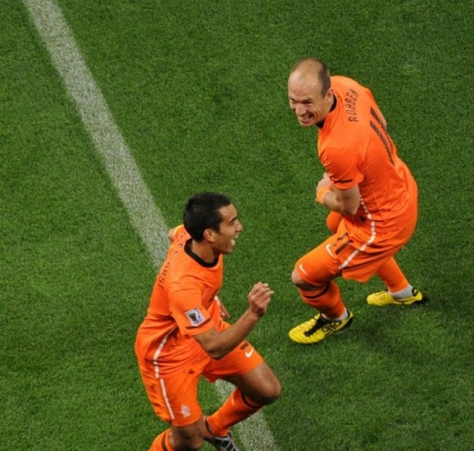 Netherlands' defender Giovanni van Bronckhorst (L) celebrates with Netherlands' striker Arjen Robben after scoring the first goal during the 2010 Football World Cup semi-final match Uruguay vs The Netherlands at Green Point stadium in Cape Town. AFP/