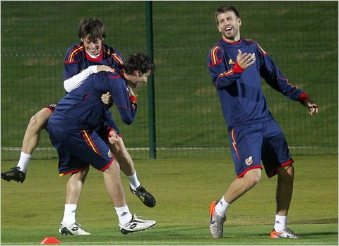 Spain's midfielder David Silva, striker Fernando Llorente and defender Gerard Pique during a training session on Tuesday July 7, 2010 Photo Agence France-Presse - Getty Images