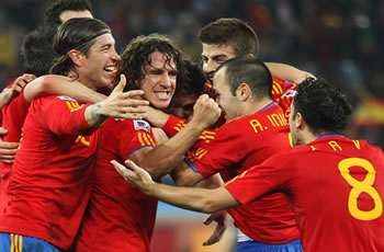 Spain celebrates win over Germany in World Cup finals FIFA World Cup 2010 - Spain vs Germany - Xabi Alonso, Carles Puyol celebrate
