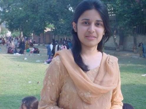 Beautiful and Sexy Pakistani Girls and Hot Women Gallery Image 12
