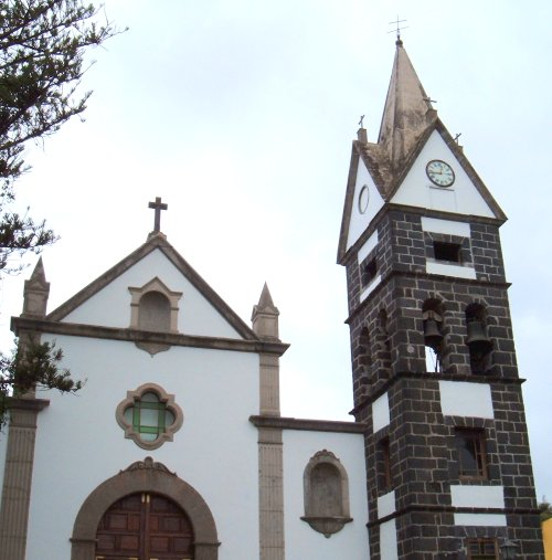 La Victoria church  Photo by Steve Andrews