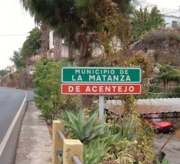 La Matanza sign Photo by Steve Andrews
