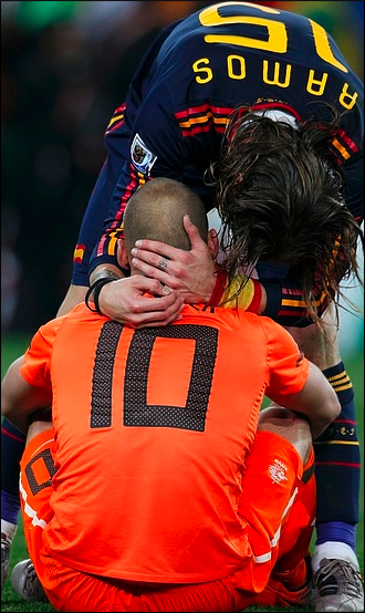 Spain's Sergio Ramos consoles Netherlands' Wesley Sneijder at the end of the match.