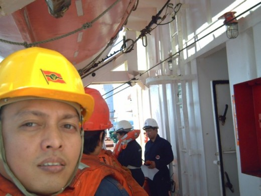 Sailors on the drill onboard CV UtVIKEN