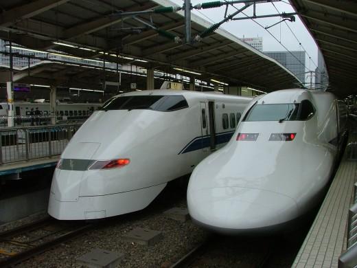 Shinkansen nozomi and hikari trains
