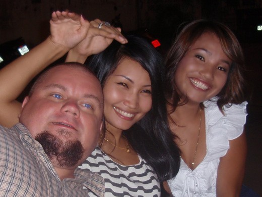 Me and two of my lovely lady friends (yeap, you can have friends in Pattaya to)