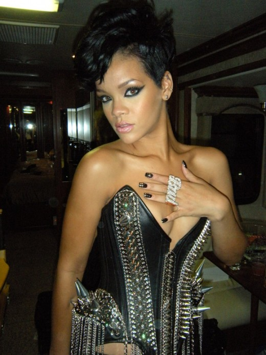 Rihanna wearing Minx nails at the AMAs.