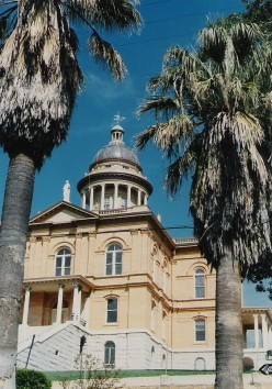 Placer County Courthouse, Auburn, California, c. 1898, neoclassical or Roman Revival.