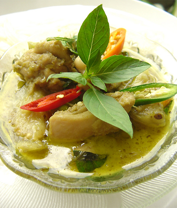 Mouth-watering Thai green chicken curry.