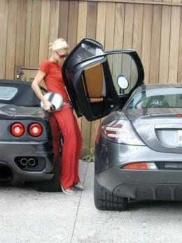 Paris Hilton between a Ferrari Modena Spider and a McLaren Marcedes