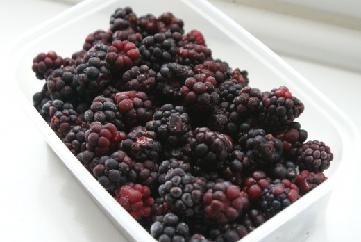Mix 1/2 of the sugar with the frozen blackberries.