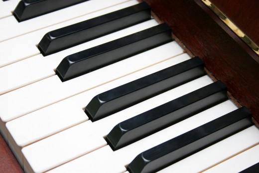 http://www.dreamstime.com/free-stock-photo-piano-keyboard-rimagefree879807-resi2510079
