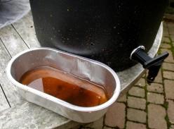 Using a liquid organic fertilizer from worms