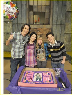iCarly Birthday Cake and Cupcake Ideas