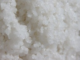Natural ingredients, such as sea salt, are acceptable choices for macrobiotic cooking. Image of sea salt from Wikimedia Commons, courtesy of Christian Mertes through a creative commons license.