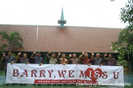 "Some of Barack Obama schoolmate in Menteng - Jakarta, Indonesia. Obama has child nickname, they call him ""Barry""."