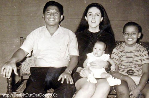 Obama with his family in Indonesia. From left to right: My stepfather (Lolo Soetoro), mother (An Dunhan), half sister (Maya Soetoro) and Barack Obama.