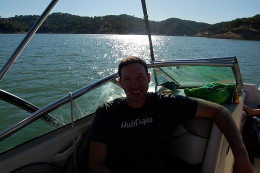 Me rocking the HubPages Tshirt on the Lake