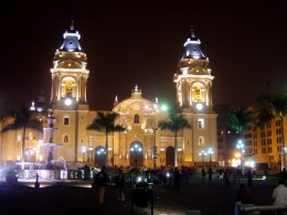 Palacio de Gobierno lit up at night.