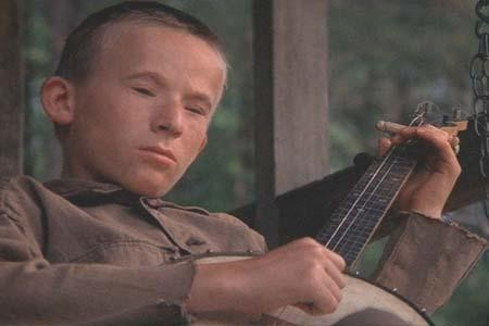 Billy Redden as Lonnie, the dueling banjoist.