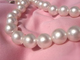 Pearls and other jewels make for a great touch to your wedding bouquets. Image by Milica Sekulic on Flickr.