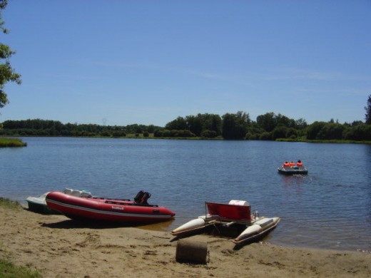We are only 5 minutes from a swimming lake with beach, nautical centre, pedalos, snack bar and restaurants.