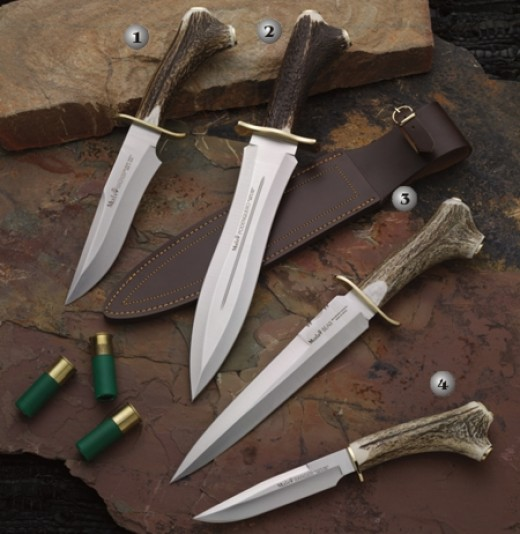 Some really nice bone handled deer hunting knifes.