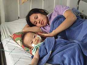 Mother comforting her sick child, from chiangmai-mail.com