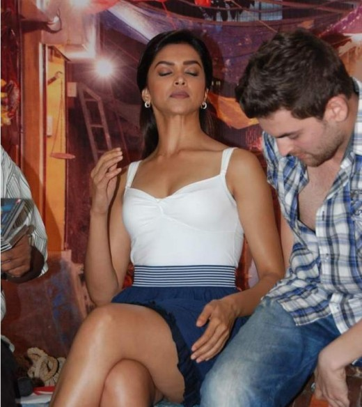 Bollywood Actress Deepika Padukone legs and cleavage show