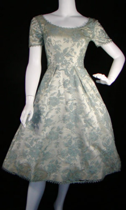 Shop vintage dresses 1