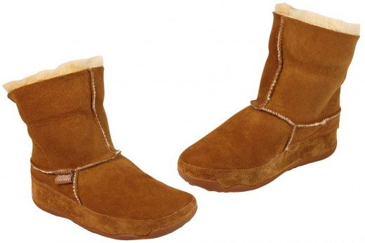 This FitFlop boot, seems to have copied the UGG boot twin face design. The boot itself is very comfortable (although not quite as comfy as the UGG sheepskin). The real benefit to this boot is that it still includes the toning technology. This means y