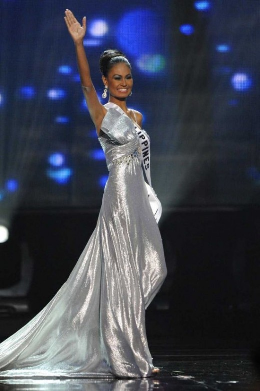 MVRaj in her long silver shiny gown (Photo courtesy of http://www.monstersandcritics.com/)