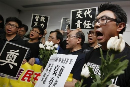 Hongkong-Chinese nationals denouncing the outcome of the hostage drama in the Philippines (Photo courtesy of http://www.google.com)