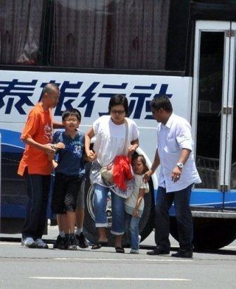 Hostage drama negotiator carrying several Hongkong tourists (Photo courtesy of http://www.google.com)