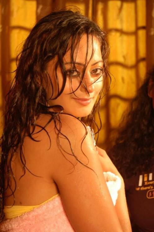Hot Wet Actress Kaveri Jha in Towel Pictures hot photos