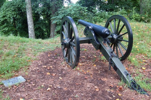 Replica canon at the Fort Dickerson Park