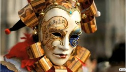 What are the different kinds of Masquerade party masks?