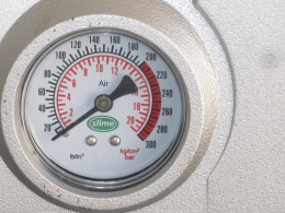 Tire pressure gauge on Tire Inflator