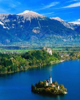 Lake Bled with mountains in the back