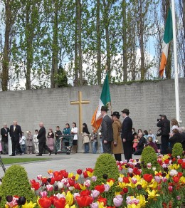 Berite Ahern the Irish Taoiseach  lays a wreath at the grave in the 2008 ceremony.