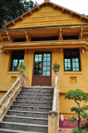 Vietnamese History can be really interesting if you've got a great tour guide to take you around the museum.