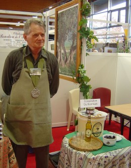 A proud prize-winner from the Olive Cooperative