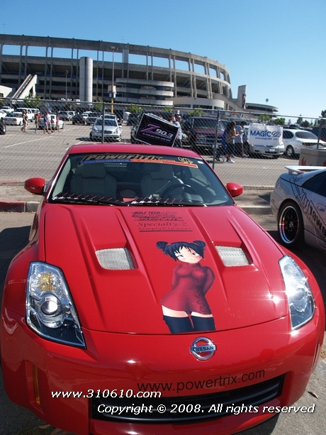 Here's a Fairlady Z taken at the Lowrider Extreme Autofest show in San Diego. Having large painted anime characters on cars is called itashi.