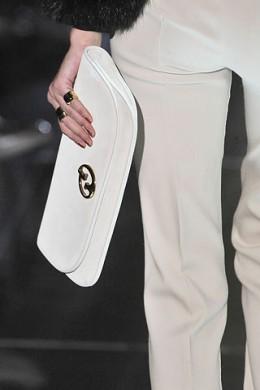 сумки на длинном ремешке шанель фото