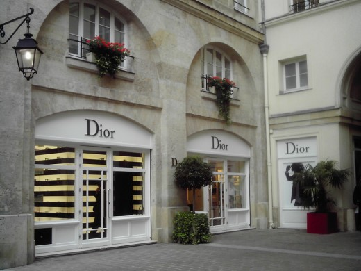 Designer shopping in paris hubpages for Designer schreibtische shop