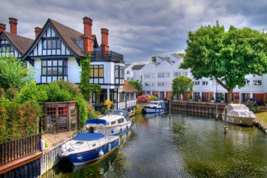 Marlow Lock, Buckinghamshire, England, by Chris Spracklen. From pixdaus.com