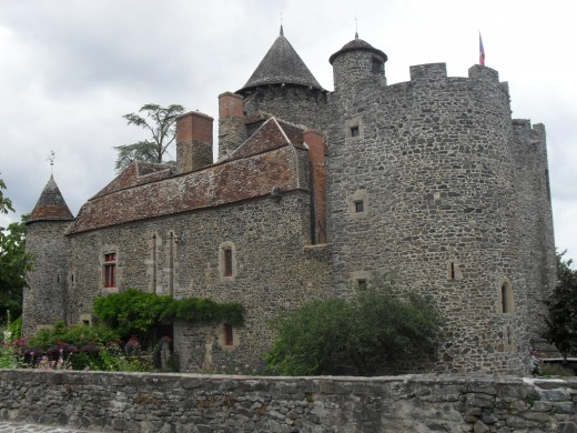 Bonnu, A Moated castle