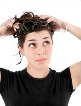 quelles sont les causes d'huile excessive de cheveux?